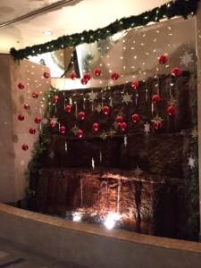 クリスマスらしい飾りつけに、心も弾みます♪ (1)